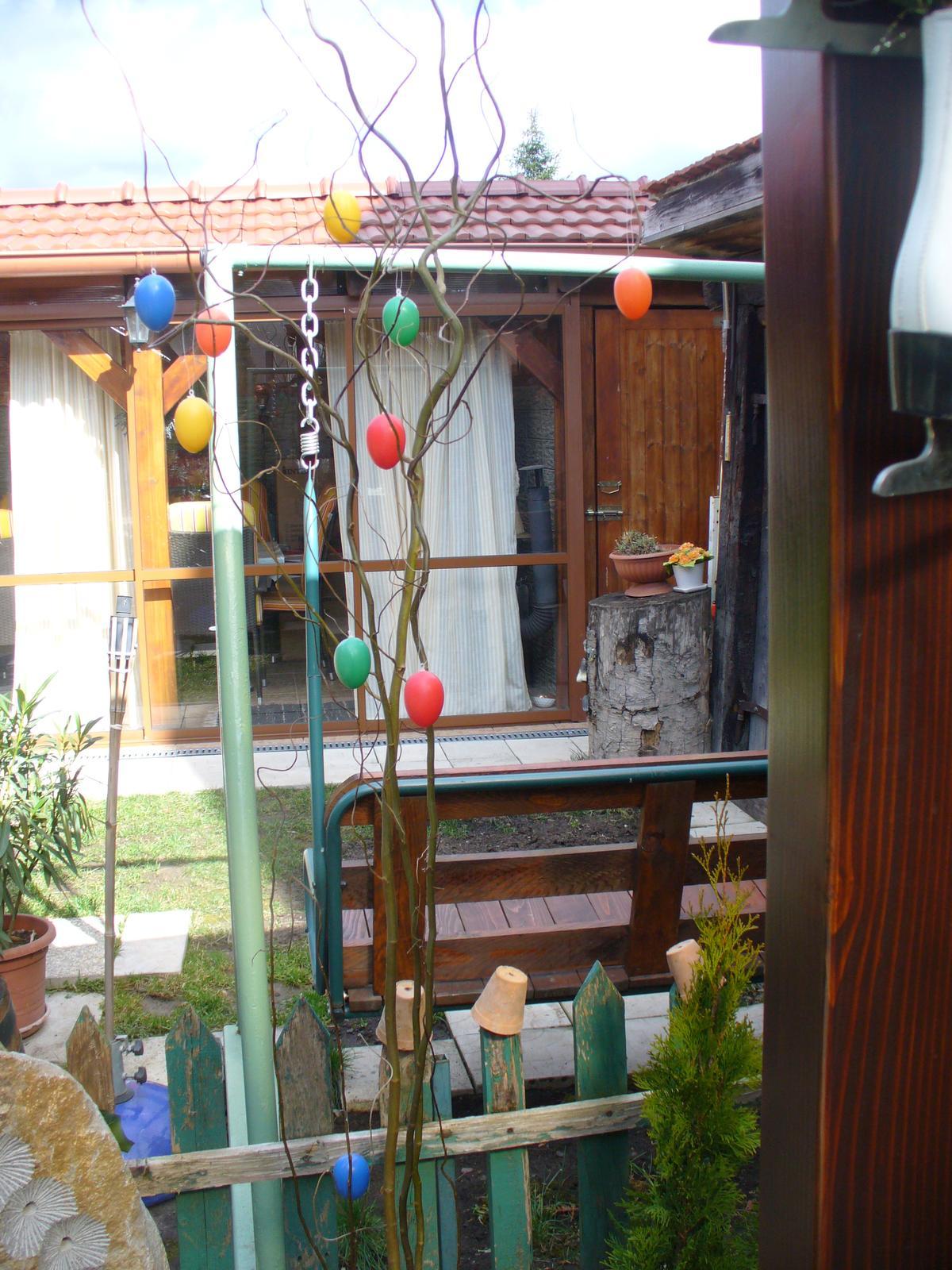 Prerábka, sadenie a úpravy v našej mini záhradke. - Veľkonočné vajíčka na Vŕbe
