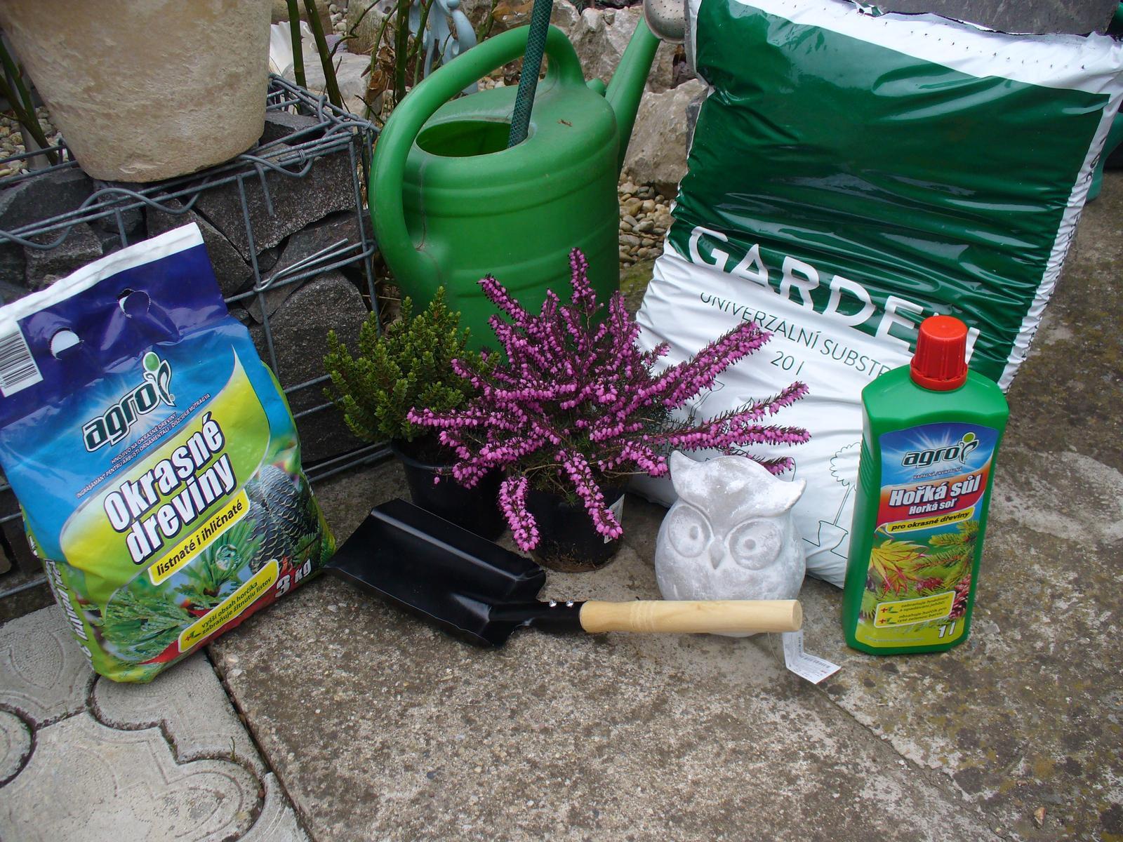 Prerábka, sadenie a úpravy v našej mini záhradke. - nakúpené
