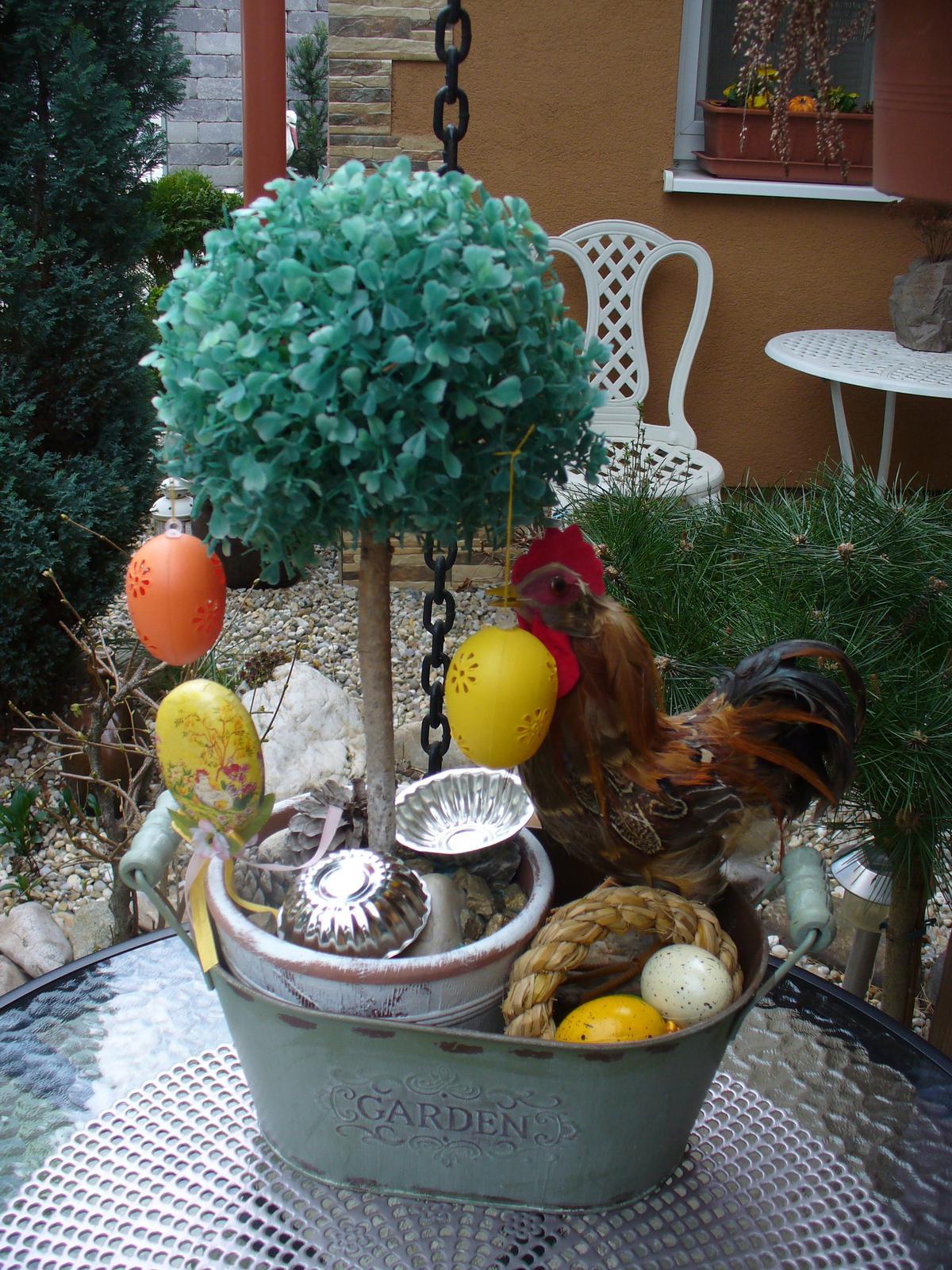 Prerábka, sadenie a úpravy v našej mini záhradke. - troška veľkonočne