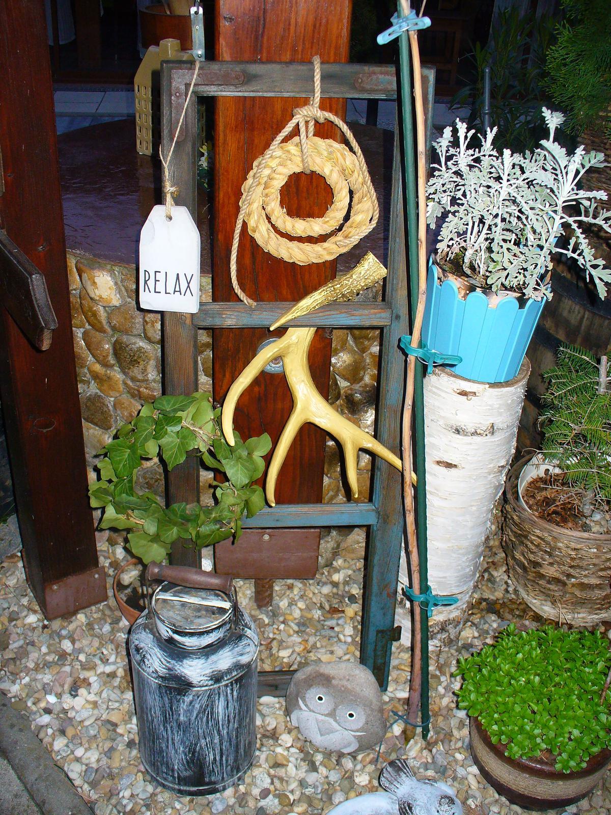 Prerábka, sadenie a úpravy v našej mini záhradke. - nové okno - teda staré