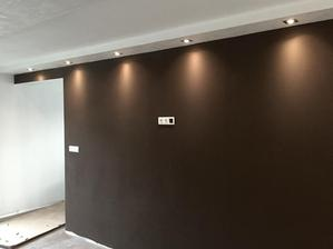 stena v kuchyni pred ostrovcekom