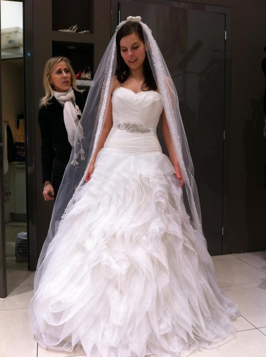 Skúška svadobných šiat - Dievčatá, môžete mi prosím ešte poradiť?