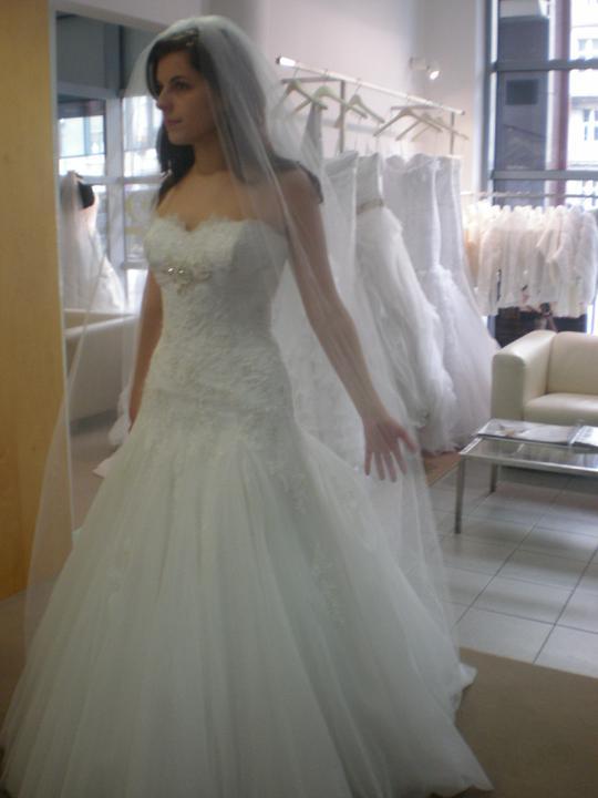Skúška svadobných šiat - TIETO SA MI UŽ ŠIJÚ NA MIERU :) :) keď budú hotové, dám sem foto na porovnanie