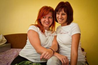 Veronička so Zuzkou v tričkách, ktoré som im vlastnoručne vyrobila :)