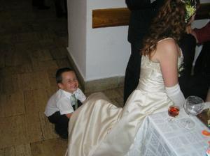Matko sa snazil zistit co mam pod tou velkou suknou,... spodnicku... :o}