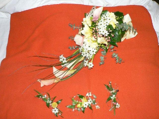 Martinka a Martinko - toto je moja original kyticka a pierka pre svadobnych tatov a  1. druzbu