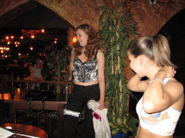 Martinka a Martinko - takyto podvazok, som ho musela mat pocas celej diskoteky a budila som tam riadny rozruch...;-}