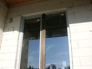 máme okná - východ z obývačky na terasu