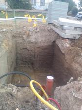 šachta na vodu vykopaná