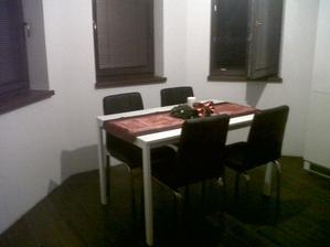 jedálenský kút (zatiaľ jediné civilizované miesto v dome) :)