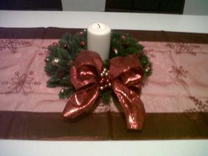vianočnú výzdobu sme tento rok nestihli urobiť, tak bol aspoň venček na stole :)