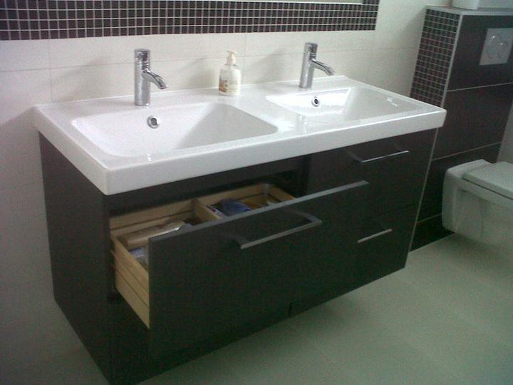 Skrinka z IKEA nám krásne dotvorila interiér, ako keby bola na mieru :)
