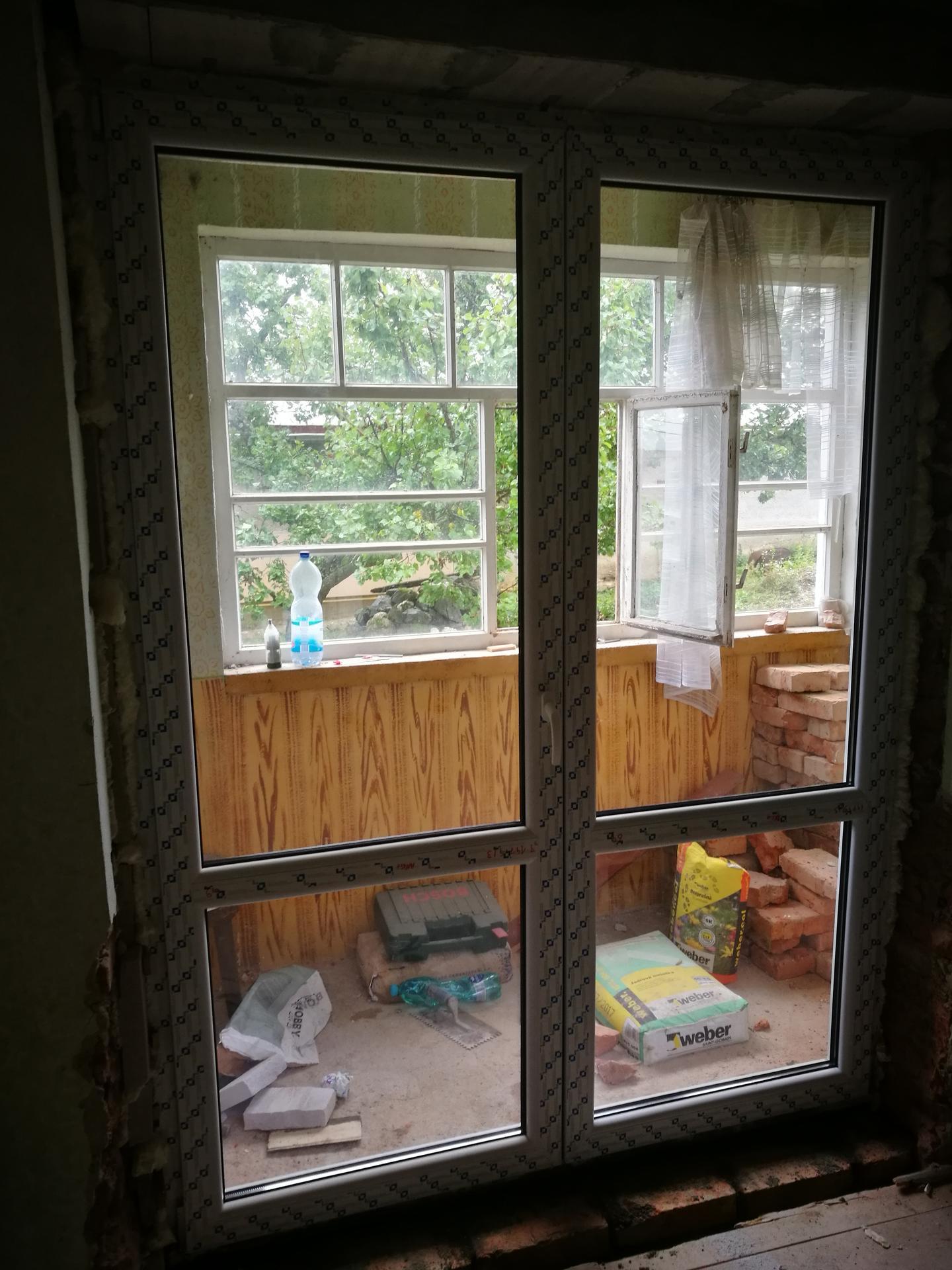 rekonštrukcia na 110% - výhľad zo spálne, budúcej, múrik pôjde dole, bude balkón