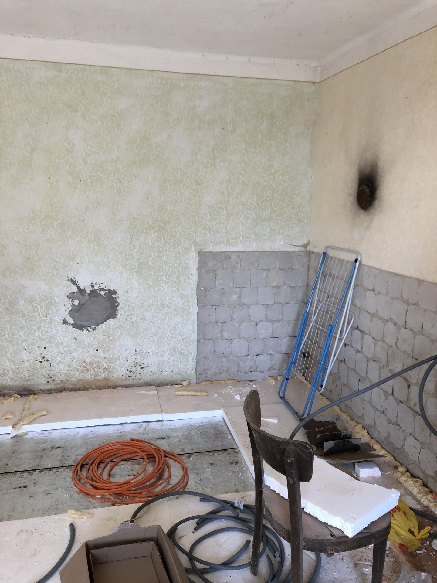 rekonštrukcia na 110% - 2019- v budúcej spálni sa vybrala podlaha, odizolovala, zabetónovala