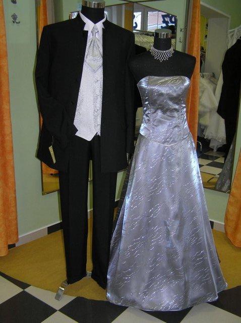 Hanka 7.7.2007 - a tyhle šaty jsem měla půjčené na ples, byla jsem za hvězdu :-)