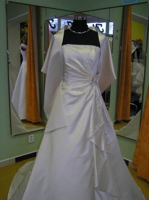 Hanka 7.7.2007 - šaty z pařížě- světle zlaté