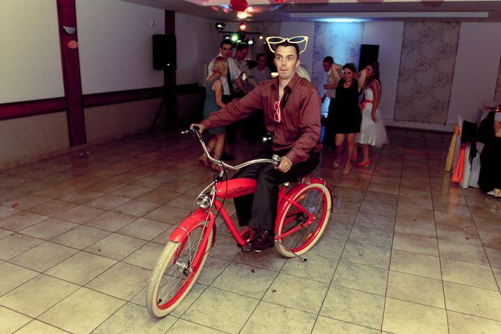 Svadba - bráško to zaklincoval... čo by tancoval, keď sa môže bicyklovať?!!