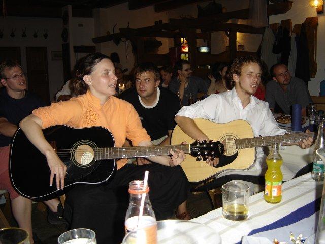 Pali Veselá{{_AND_}}Honza Bortel - ... to jsme my (Já a bráška Martin).. zbývající dvě kytary... ;o)))