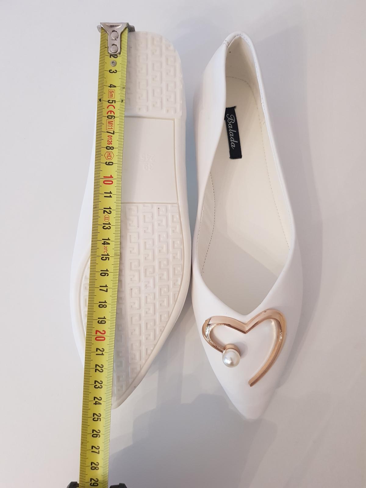Biele balerínky so srdiečkom - Obrázok č. 1