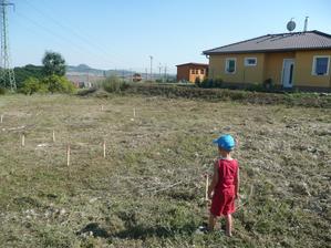 náš pozemek - spíš teda kluka, splátím to až bude veliký a já starý :-)