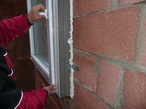 stavební hloubka 92mm celé okno má 132 mm