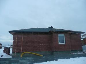 střecha ze 70% hotová :-)