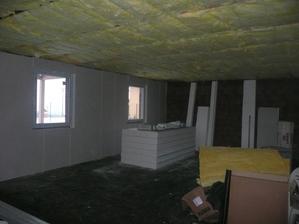 vpravo před - vlevo po uložení izolace
