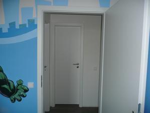 usazené dveře