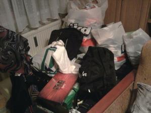 ... moje veci v taskach, krabiciach...dokonca aj na balkone boli krabice