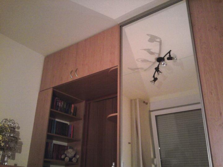 Moja izbietka - izba ma 2,7m x 2,9m takze som sa snazila vyuzit kazdy cm priestoru