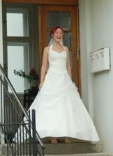 Vysmátá nevěsta.