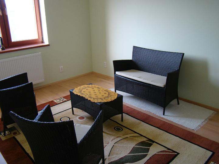 Bungalow 59 od PRODOMu - Terasový nábytok sme schovali do (zatiaľ) prázdnej izby