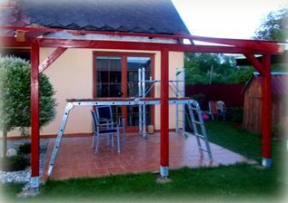 Dnes se započalo se stavěním