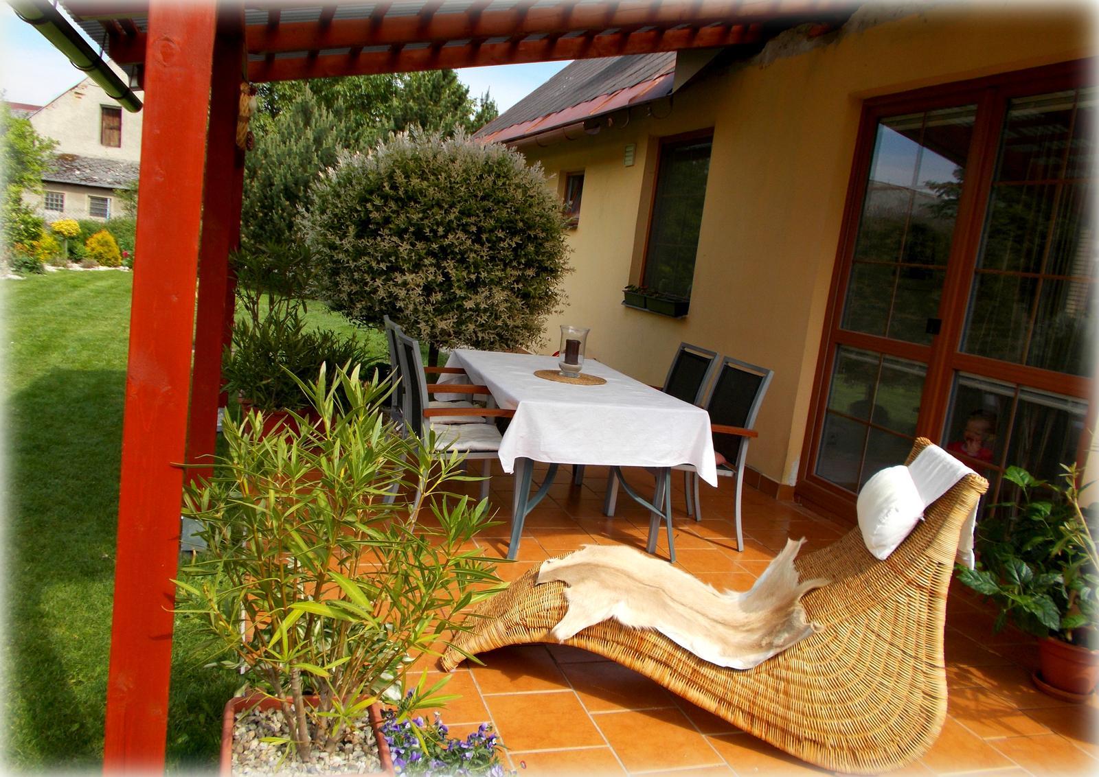 Pergola aneb velké přání,málo peněz :-) a nová střecha- za stejných podmínek :-) - konečně mám využití pro lenošku :-)