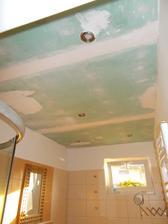 komu není rady....já mu říkala,že loupající strop opětovná penetrace nezachrání...samo,že musel vymalovat a malba se loupala,takže musel škrabat....