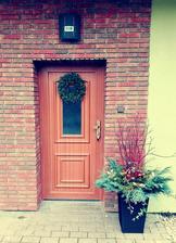 výzdoba u vchodu zn. co zahrada a dům dal