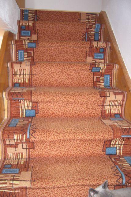 Výzva 2018 schodiště - první provizorium po koupi domu-koberec
