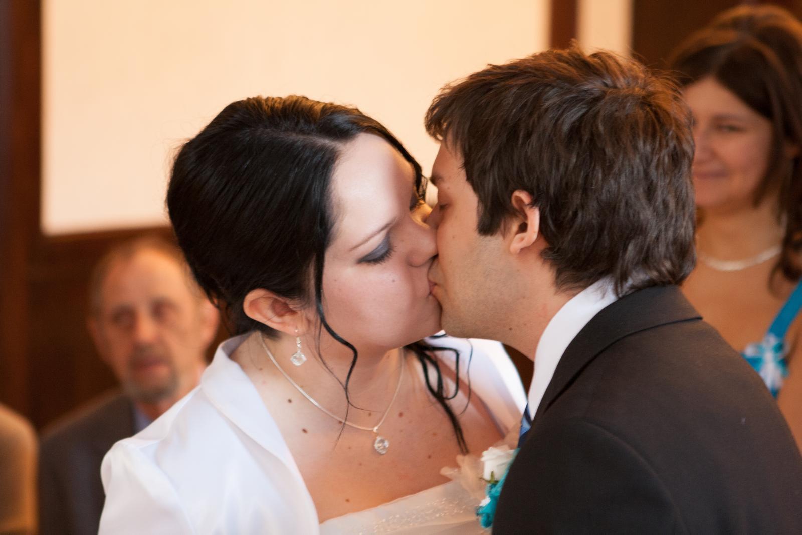 Bouškovi{{_AND_}}♥ - První novomanželský polibek :) :*