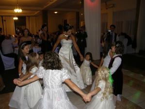 Tanec s mojimi družičkami