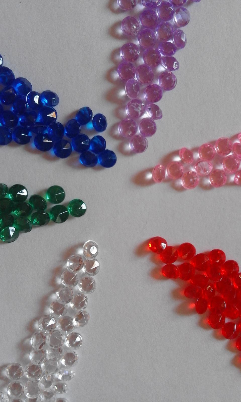 plastové kamínky - diamanty 2000 ks, 4,5 mm - Obrázek č. 1