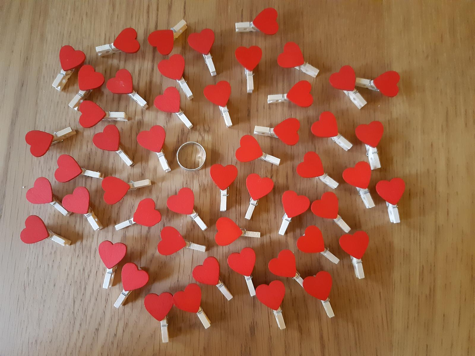 mini kolíčky se srdíčky 50 ks - Obrázek č. 1
