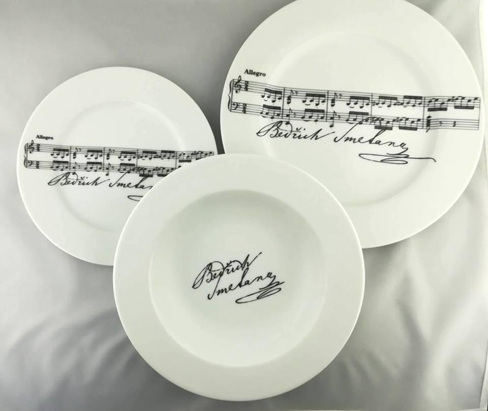 Svadba na hudobnú nôtu - taniere na jedenie