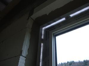Okenní vzduchotěsná páska,lepil jsem si na okna sám 1200kč i s tmely na lepení ke špaletě