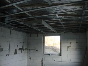 světelná rampa nad kuchyní, jiné asi nebudou už je mám okoukané, zde mi to optický rozdělí kuchyň a jídelnu