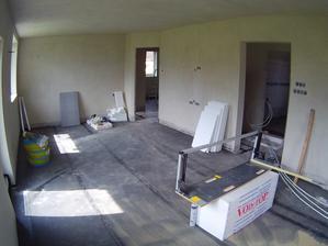 obývák s kuchyní 4,3 x 8,7m