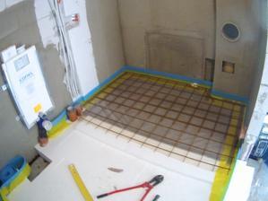 "Moja:""Ne v technické bude taky závěsný záchod"" .. no co mi není rovno po tom je mi hovno... technická taky spádována do podlahové vpusti. pevnější podlaha pod akumulačku a kotel. skoro 2tuny na 2m2 :/"