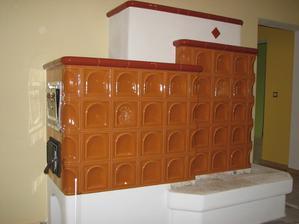 Ťažká akumulačná pec s rúrou na pečenie a teplovzdušným výmenníkom ( vykuruje miestnosti na poschodí )
