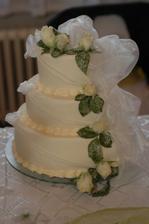miesto dezertu sme servirovali svadobnu tortu