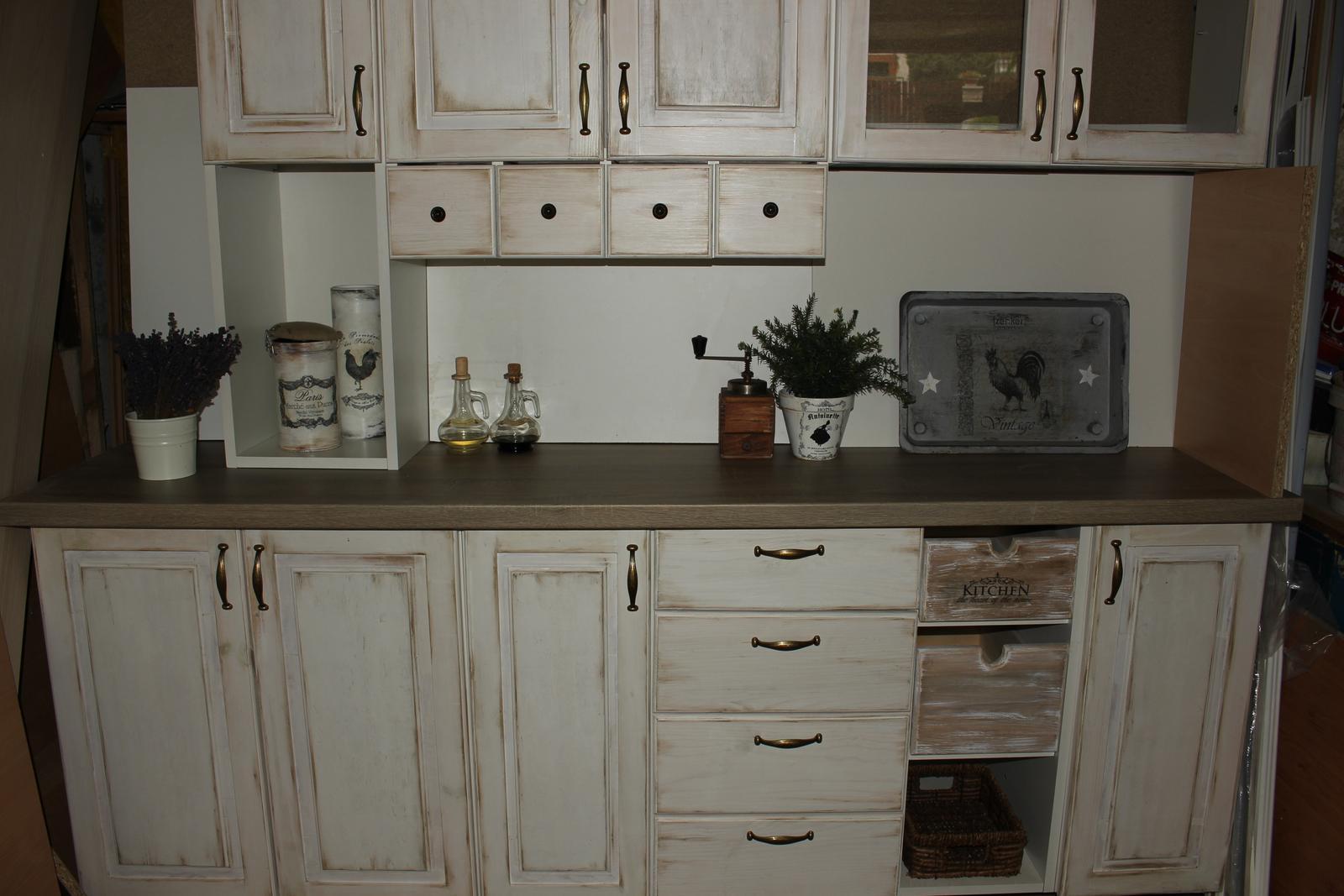 Môj obľúbený provensálsky štýl - Túto kuchyňu som navrhla ( nevyrobila), ale povrchovo dotvorila, urobila doplnky...zatiaľ stojí v garáži.