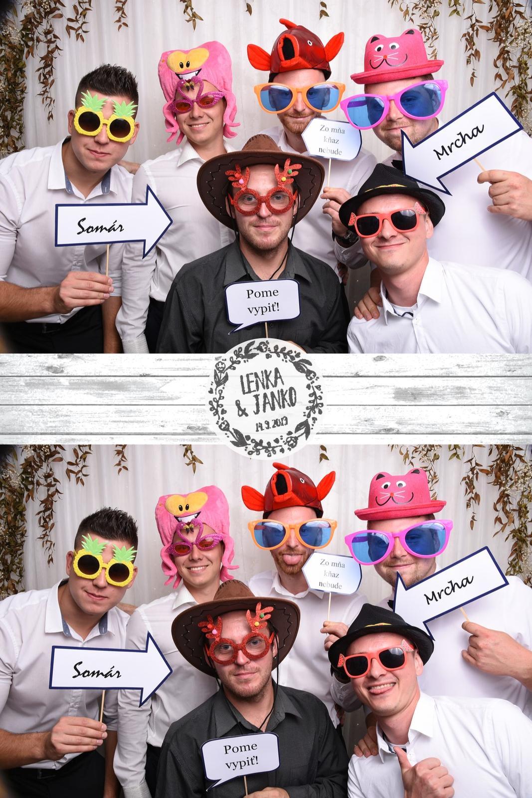 14.9 - Nadupaná svadobná párty. - fotoboothka